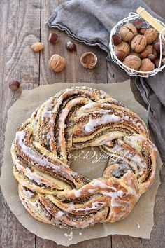 Nusskranz The post Nusskranz appeared first on. - Nusskranz The post Nusskranz appeared first on Dessert Rezepte. Easy Desserts, Dessert Recipes, Dessert Simple, Sweet Bread, Smoothie Recipes, Smoothie Bowl, Bread Recipes, Bakery, Food And Drink