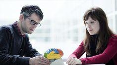 Tras los secretos cerebrales para procesar la lengua de signos. http://www.farmaciafrancesa.com