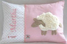 Namenskissen 25x35 mit Schaf auf rosa/weiß von Glueckspilz-Shop auf DaWanda.com