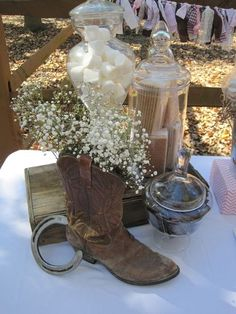 S'mores at a Cowgirl Party or western wedding be so perfect for a winter wedding or bonfire party Cowboy Party, Horse Party, Cowboy Theme, Horse Birthday, Cowgirl Birthday, Country Sweet 16, Cowgirl Wedding, Horse Wedding, Birthday Party Tables