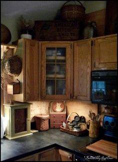 primitive homes with tobacco cloth curtains Prim Decor, Country Decor, Primitive Decorations, Kitchen Redo, Kitchen Remodel, Kitchen Cabinets, Kitchen Ideas, Cozy Kitchen, Kitchen Corner