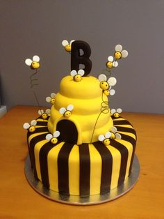 I made this :) Bumble Bee Cake, Bumble Bee Birthday, Dad Birthday Cakes, Baby Boy Birthday, Mini Cakes, Cupcake Cakes, Bee Cakes, Bee Party, Cake Pictures