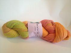 Wunderschön Handgefärbte Wolle    superwash ausgerüstet   80% Neuseeländische Merino Wolle  20 % Seide    NS 4,0-4,5