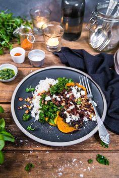 Bakad butternutpumpa med pesto, fetaost och ris - Landleys Kök Pesto, Bacon, Ethnic Recipes, Food, Hokkaido, Essen, Meals, Yemek, Pork Belly