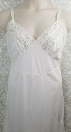 afd16cbdd314 Vintage 1950's GILBREATH White Nylon Full Slip with Lace Size 38 #Gilbreath  #Slip Teenagers