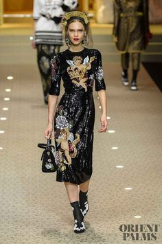 Dolce & Gabbana Herbst-Winter - Ready-to-Wear - www. - © ImaxTree Source by karenvdedon Haute Couture Style, Couture Mode, Couture Fashion, Runway Fashion, High Fashion, Fashion Trends, Milan Fashion, Dolce & Gabbana, Fashion Week 2018