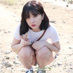 Cute Asian Girls, Beautiful Asian Girls, Pretty Girls, Cute Girls, Cute Skirt Outfits, Bare Beauty, Asian Babies, K Idol, Poses