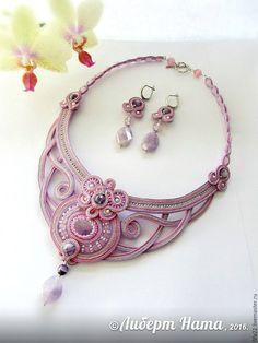 Купить сутажное колье и серьги Амелия - комбинированный, сиреневый, розовый, колье ручной работы