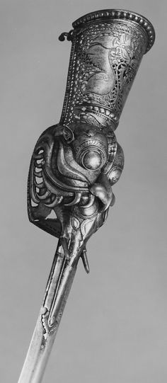ڿڰۣ(̆̃̃♥✌✞Gauntlet Sword Date: century Culture: Indian. At the end Martigan puts Eric's gauntlet sword on to defeat Kale. Until now I always thought it was a fantasy weapon. Who knew Armadura Medieval, Swords And Daggers, Knives And Swords, Medieval Weapons, Arm Armor, Fantasy Weapons, Katana, Blade, Guns