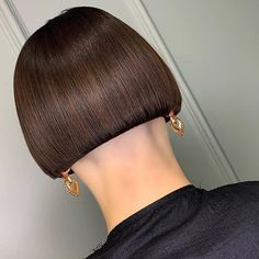 Messy Blonde Bob with Lowlights - 60 Best Short Bob Haircuts and Hairstyles for Women in 2019 - The Trending Hairstyle Shaved Bob, Shaved Nape, Messy Blonde Bob, Blonde Bobs, Short Hair Cuts, Short Hair Styles, One Length Bobs, Long Bob With Bangs, Undercut Bob
