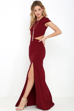 With so many stunning features to chat about, everyone is all atwitter about the Conversation Piece Wine Red Backless Maxi Dress