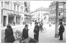 Gertrud Luckner 1936 - Tolles Zeitdokument aus dem Jahre 1936. In der Mitte des Bild ist die Widerstandskämpferin Gertrud Luckner bei einem Spaziergang durch Freiburg zu sehen. Die Straßenszene spielt direkt an der Schwabentorbrücke.  Die Blickrichtung folgt dem heutigen Schwabentorring und führt direkt auf das Schwabentor. Im Hintergrund bereits die für die Zeit typische Beflaggung zu sehen. Vielen Dank für dieses tolle Bild an unseren Facebook-Fan Rudi Kaltenbach.  /*