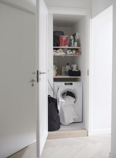 Piilota pesukone!!   Pyykinpesukone piiloon / kaappi pyykinpesukoneelle / pesukonekaappi. Stacked Washer Dryer, Washer And Dryer, Laundry, Home Appliances, Storage, Laundry Room, House Appliances, Purse Storage, Washing And Drying Machine