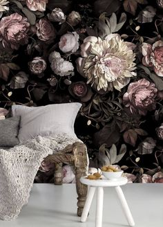 Wallpapers That Add Drama to Your Space This dark floral wallpaper mural is the perfect amount of feminine and modern.This dark floral wallpaper mural is the perfect amount of feminine and modern. Ellie Cashman Wallpaper, Room Decor, Wall Decor, Interior Decorating, Interior Design, Modern Interior, Interior Styling, Autumn Decorating, Scandinavian Interior