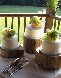 three seperate wedding cakes equal one tier wedding cake! Who'd a thought!