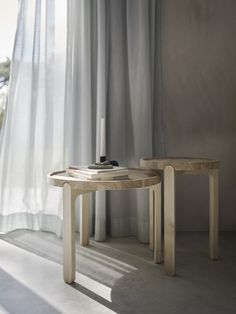 Indskud Tray Table design by Terkel Skou Steffensen. Beautiful oak coffee table with a nordic touch - will look perfect in any living room.