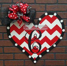 Monogrammed Chevron Valentine Door Hanger por SparkledWhimsy