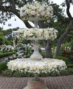 Magnifique réalisation pour un mariage par Preston Bailey, composée de pivoines, hortensias et roses.
