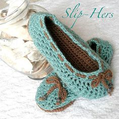 Free Women Slipper Crochet Patterns | Crochet pattern kids and womens ballet slippers | Flickr - Photo ... ༺✿ƬⱤღ http://www.pinterest.com/teretegui/✿༻