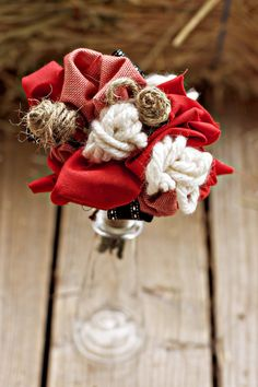 bbq wedding ideas | Bride's bouquet: Made with fabric, ribbon, twine and yarn