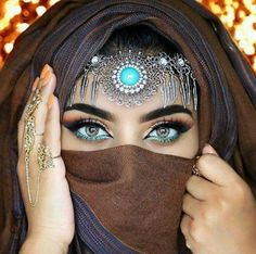 But for reals after shooting this look i wiped it off and got back to working on clients 😬😢😭💃🏻… Arabian Makeup, Arabian Beauty, Arab Girls, Arab Women, Arabic Eyes, Eyeshadow Base, Girl Face, Eye Make Up, Indian Bridal