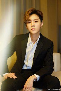20180920 LuHan Studio Weibo Update: Ding Dong~this is Boss Lu AKA Haidian material bank, transforming from Football Lu to Suit Lu perfectly. Luhan Exo, Tao Exo, Chen, Kai, Ulzzang, Exo 12, Kim Minseok, Hunhan, Bts And Exo