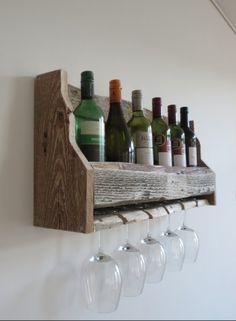 Ruim wijnrek met ruimte voor 5 glazen en 6 wijnflessen