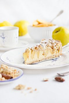 Quitten-Käsekuchen A perfect autumn sweet: quince cheesecake with almond crumble. No Bake Chocolate Desserts, No Bake Desserts, Easy Desserts, Chocolate Cakes, Avocado Dessert, Avocado Toast, Cheesecake Cake, Sweet Pastries, Almond Cakes