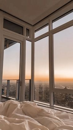 Apartment View, Apartment Goals, Dream Apartment, City Aesthetic, Aesthetic Bedroom, Appartement New York, Nyc Life, City Life, Window View