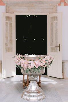 Floral βάπτιση κοριτσιού σε ροζ και χρυσές αποχρώσεις - EverAfter Baby Dedication, Baby Christening, Girl Decor, First Communion, Pink And Gold, Floral Arrangements, Baby Shower, Baptisms, Wedding