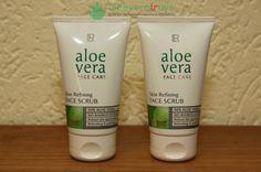 Aloe Vera Yüz Peeling Yüz temizliği özellikle en önemli adımlardan biridir. Geceleri uyurken kirli bir cilt ile uyumak ya da makyaj ile uyumak cildinizin zarar görmesine neden olur. Özellikle gün içinde sürekli dış etkenlere maruz kalan cildinizin en güzel şekilde temizlenmesi gerekir. Peki LR Aloe Vera Yüz Peeling nedir ve nasıl kullanılır? Aloe Vera Yüz