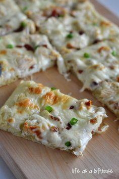 ~ Chicken Alfredo Pizza....Great topping idea!  Use your gluten free crust recipe & Alfredo recipe.