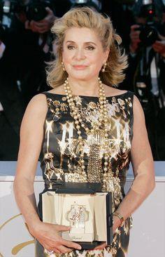 Fascino francese - Catherine Deneuve riceve il premio speciale al festival di Cannes 1998