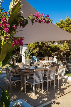 Elements Ibiza sits in pride of place on the iconic beach of Benirras. The expansive, stylish concept space incorporates a restaurant, juice bar, lounge bar, cocktail bar, boutique, treatment and massage room