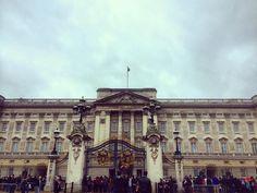 #BUCKINGAHMPALACE  #holidays #london #morning #Londra #vacanze #greetingsfrombritannia #england #enjoy #socool #somuchlove #inlove #instamoments #instagramers #igdaily #igers #discoveringtheworld #trip #europe by fabiana_ricciardi