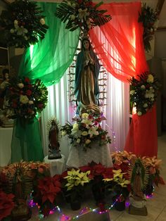 Altar a la Virgen de Guadalupe Christmas Room, Christmas Scenes, Church Altar Decorations, Christmas Decorations, Prayers To Mary, Mexican Themed Weddings, Hispanic Art, Church Flower Arrangements, Mexican Crafts