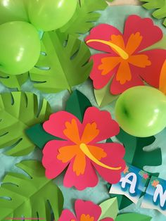 Paper hibiscus flowers for Moana party Aloha Party, Hawaiian Luau Party, Moana Birthday Party, Luau Birthday, Tiki Party, Hawaiian Birthday Parties, Flamingo Party, Diy And Crafts, Paper Crafts