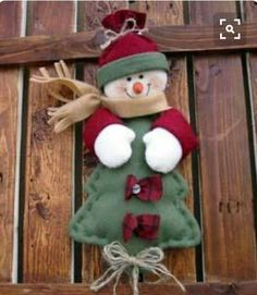 Quilted Christmas Ornaments, Christmas Sewing, Snowman Ornaments, Christmas Snowman, Christmas Projects, Holiday Crafts, Christmas Stockings, Xmas Decorations, Felt Crafts
