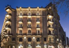 Located on the fashionable Paseo de Gracia, within 5 minutes' walk from both Gaudi's masterpieces Casa Battló and La Pedrera, Monument Hotel offers luxury. Michelin Star, Barcelona Hotels, Barcelona Catalonia, Two Bedroom Suites, Pool Bar, Comfy Bed, Parking, At The Hotel, Gaudi