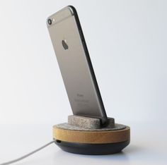 QuellCo Spool Dock for iPhone 6 and iPhone 6 Plus