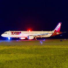 Airbus A321, PT-XPG, pousando procedente de São Paulo. #cnf #cnfaovivo #bh #bhz #bhairport #bhairportcargo #airbus #tam #tamlinhasaereas #paixaoporvoar #paixaoporvoareservir