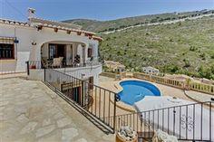 Terrasser i flere niveauer med storslået udsigt! Ferievilla i #Benitachell #Alicante (Cumbre del Sol). www.feriebolig-spanien.dk/17967