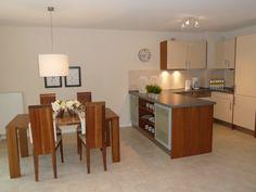 Aufgabe: Aufwertung einer Ferienwohnung mittels Home Staging, hier: Küche und Essbereich