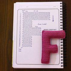 Amigurumi letter F Crochet Diy, Crochet Amigurumi, Crochet Home Decor, Love Crochet, Crochet Motif, Amigurumi Patterns, Crochet Stitches, Crochet Alphabet Letters, Crochet Letters Pattern