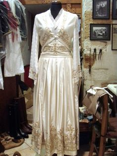 Νυφικη Greek Dress, Crete, Greek Costumes, Traditional, Suits, Wedding Dresses, Folk, Dance, Embroidery