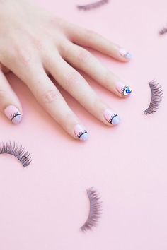 Uñas de ojitos. #Nails #Uñas #Eyes