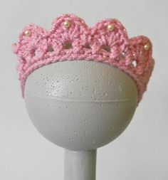 Oodles4Noodles: Cai's Birthday Tiara ~ Free Pattern  Made this one but turned it into a necklace for the munchkin