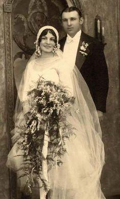 Couples Vintage, Vintage Wedding Photos, Vintage Bridal, Vintage Images, Wedding Pictures, Vintage Weddings, Silver Weddings, Rustic Weddings, Country Weddings