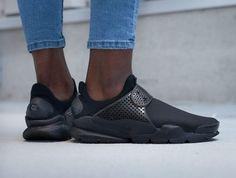 Nike WMNS Sock Dart SE Triple Black