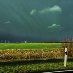 Kurz vor dem großen #Regen zeigt sich der #Himmel im #Norden oft in tollen Farben. #99instagramers @amuthon by 99igers